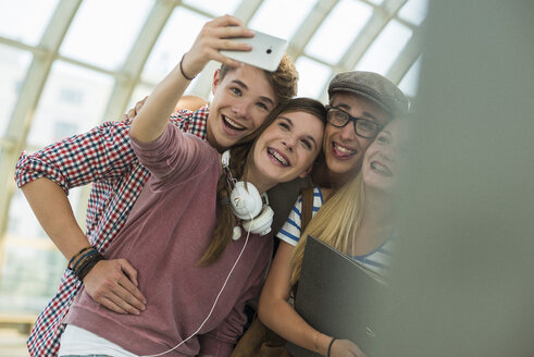 Friends at commuter train station taking a selfie - UUF001445