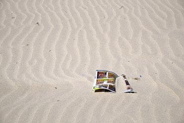 Spain, Galicia, Province of A Coruna, Porto do Son, Beach, magazine in sand - LA001069