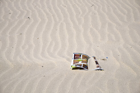 Spain, Galicia, Province of A Coruna, Porto do Son, Beach, magazine in sand - LA001069