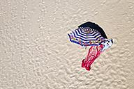 Spain, Galicia, Province of A Coruna, Porto do Son, beach with sunshade and bath towels - LAF001071