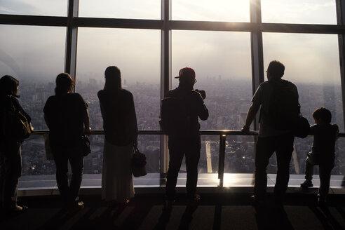 Japan, Tokyo, Group of people at sightseeing plattform of the Tokyo Skytree - FL000431
