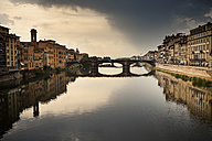 Italy, Tuscany, Florence, view to Arno River with Ponte Vecchio - SBDF001031