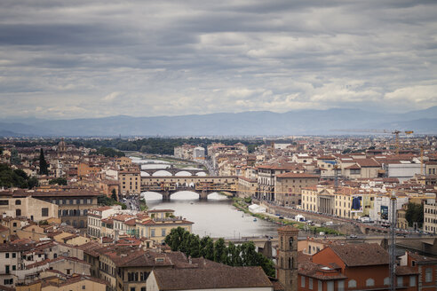 Italy, Tuscany, Florence, city view with Ponte Vecchio over Arno River from Piazzale Michelangelo - SBDF001041