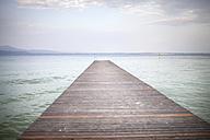 Italy, Lombardy, Sirmione, Lago di Garda, jetty - SBDF001086