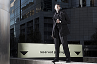 Southafrica, young African business man wearing black clothes - KD000002