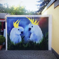 Painting of parrots at garage door - GS000893