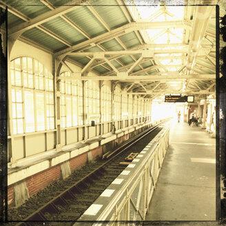 Germany, Berlin, station Warschauer Strasse - SE000785