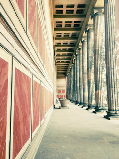 Germany, Berlin, colonnade at Altes Museum - SE000789