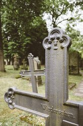 Germany, Baden-Wuerttemberg, Stuttgart, Hoppenlaufriedhof, Jewish cemetery, Graves, Script reunion on grave cross - EL001213