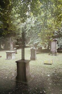 Germany, Baden-Wuerttemberg, Stuttgart, Hoppenlaufriedhof, Jewish cemetery, Graves, Grave cross - EL001215