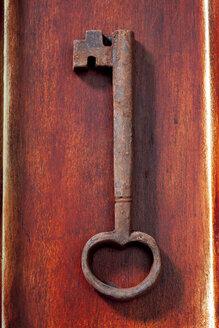 Key made of chocolate lying on wood - CSF022018