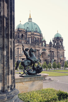 Germany, Berlin, view to Berlin Cathedral with sculpture of Old Museum in the foreground - MEMF000344