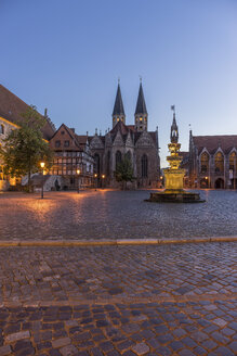Germany, Lower Saxony, Braunschweig, Old town market square, Parish church St. Martini in the evening - PVCF000056