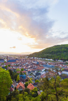 Germany, Baden-Wuerttemberg, Heidelberg, View to Old town and Old bridge against the evening sun - WDF002569