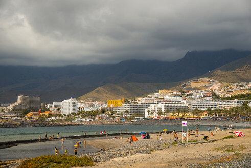 Spain, Canary Islands, Tenerife, Playa de las Americas, Beach and clouded sky - WG000393