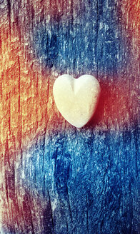 Little heart on old wood with colour light leak effect - JAWF000029