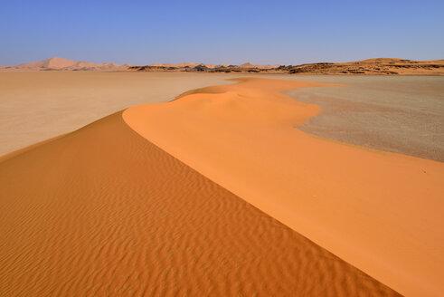 Africa, Algeria, Sahara, Tassili N'Ajjer National Park, Tadrart, Sand dunes on the claypan of Oued in Djerane - ES001293