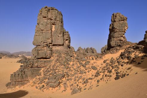 Africa, Algeria, Sahara, Tassili N'Ajjer National Park, Tadrart, Sandstone rock towers in Immourouden area - ES001291