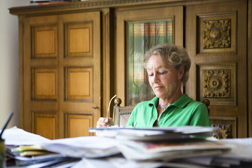 Portrait of senior woman reading something at home - FX000043