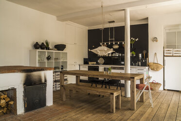 Spacious dining room with wooden floor - TCF004156