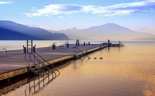 Austria, Carinthia, Klagenfurt, jetty at Woerthersee - DAW000098