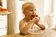 Blond girl eating strawberry cake - TCF004205