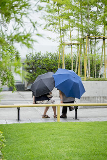 Japan, Kyoto, two people with umbrellas - HL000662