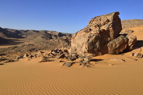 Africa, Algeria, Sahara, Tassili N'Ajjer National Park, Western escarpment of Tadrart plateau - ES001314