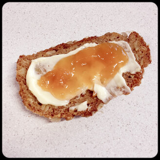 Bread with peach jam - SHIF000004
