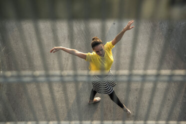 Young ballet dancer exercising on a parking level - UUF001620