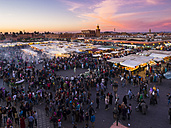 Africa, Morocco, Marrakesh-Tensift-El Haouz, Marrakesh, View over market at Djemaa el-Fna square in the evening - AM002629