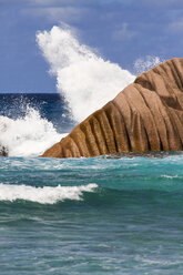 Seychelles, View of waves breaking at the Anse Cocos beach at La Digue Island - KRPF000745