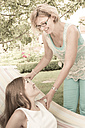 Mother and daughter in the garden - FCF000431
