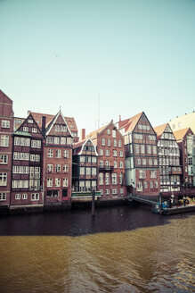 Germany, Hamburg, View of the historic buildings at the Nikolaifleet, Waterfront of the old Deichstrasse - KRPF000938