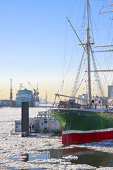 Germany, Hamburg, Port of Hamburg, Elbe river in winter - KRP000828