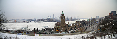 Germany, Hamburg, Panoramic view of the port of Hamburg with frozen Elbe river in winter - KRP000910