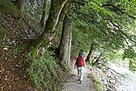Austria, Salzkammergut, Salzburg State, Sankt Gilgen, Brunnwinkl, Female hiker at Lake Wolfgangsee - SIEF005772