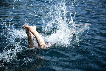 Norway, woman jumping into fjord - NG000194