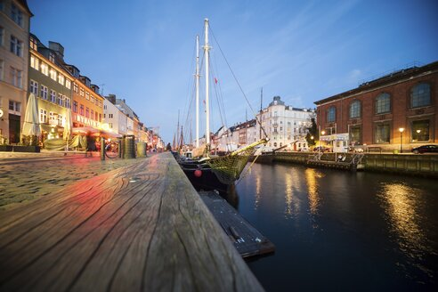 Denmark, Copgenhagen, Nyhavn in the evening - PAF000736