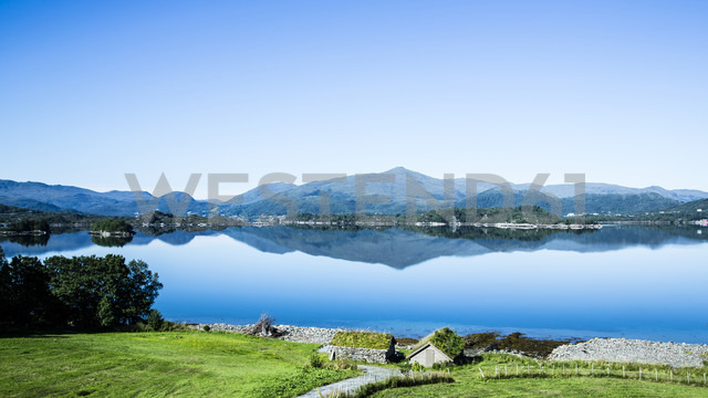Norway, Larsnes, landscape with fjord - NGF000209