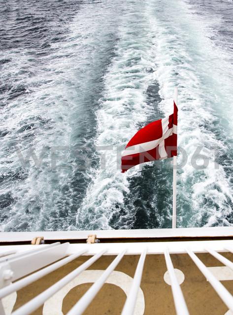 Denmark, Danish flag on ferry on the sea - NGF000147 - Nadine Ginzel/Westend61