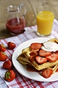 Waffles with strawberries and a strawberry sauce - HAWF000437