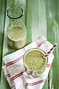 Green smoothie with kiwi, banana and spinach - SBDF001173