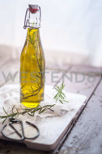 Rosemary oil, rosemary twig in olive oil - SBDF001157