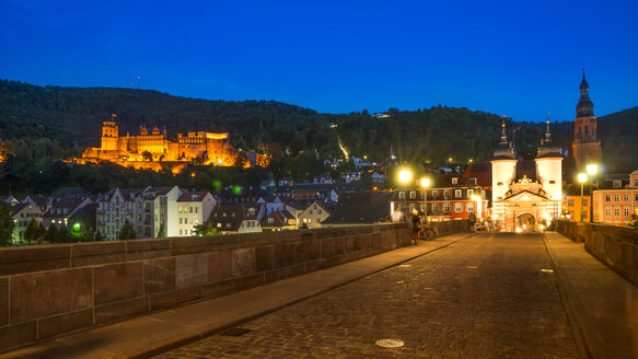 Germany, Baden-Wuerttemberg, Heidelberg, Old town, Old bridge with bridge gate and Heidelberg Castle in the evening - PUF000012