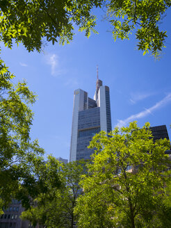 Germany, Hesse, Frankfurt, Rossmarkt and Commerzbank Tower - AM002681