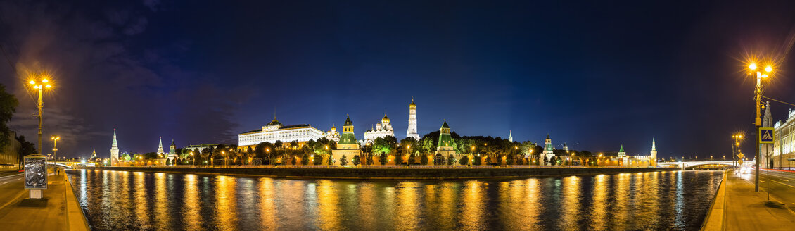 Russia, Moscow, Moskva River and Kremlin wall with towers at night - FOF006790