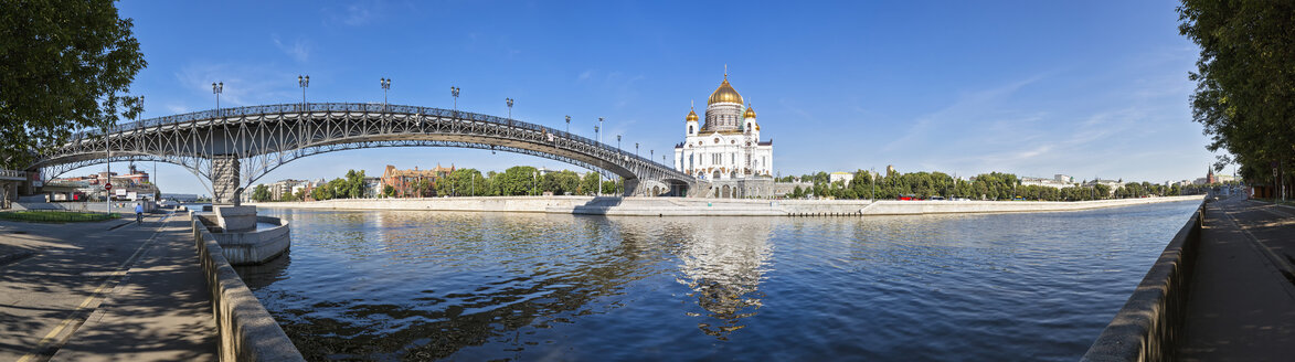 Russia, Moscow, Cathedral of Christ the Saviour and Patriarshy Bridge over Moskva River - FOF006794
