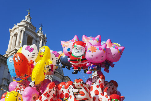 Italy, Lazio, Rome, Piazza Navona, Sant Agnese in Agone, Christmas market, Balloons - GW003142