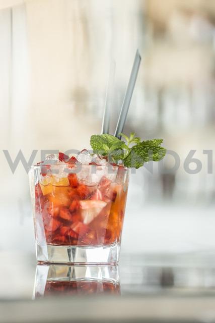 Glass of Strawberry Daiquiri - KM001402